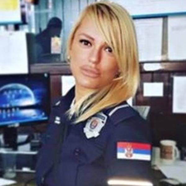 NAJZGODNIJA POLICAJKA SRBIJE ZAPALILA INSTAGRAM: Uniformu zamenila ...