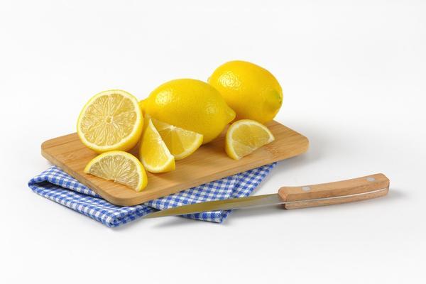 PRIRODNO SREDSTVO ZA ČIŠĆENJE: Iznenadićete se šta sve možete da uradite sa kriškom limuna!