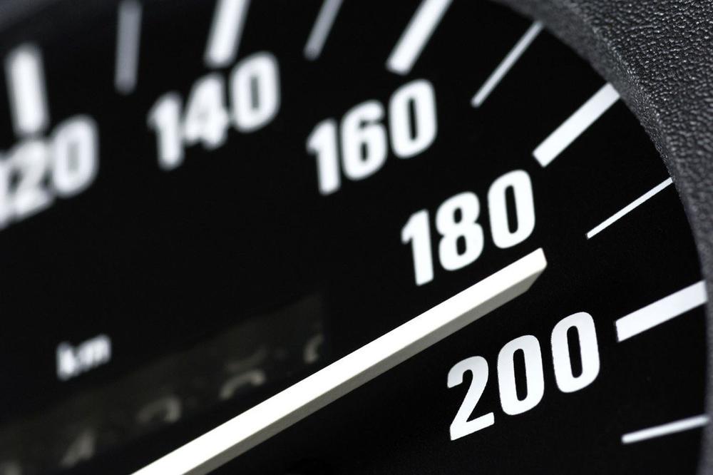 OSTAĆE BEZ DOZVOLE: Cetinjanin vozio 200 na sat na putu gde je dozvoljeno 80!