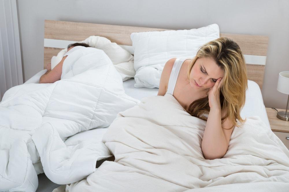 IMA IH SVAKA ŽENA: Ovo su 3 najnepotrebnije brige u seksu!