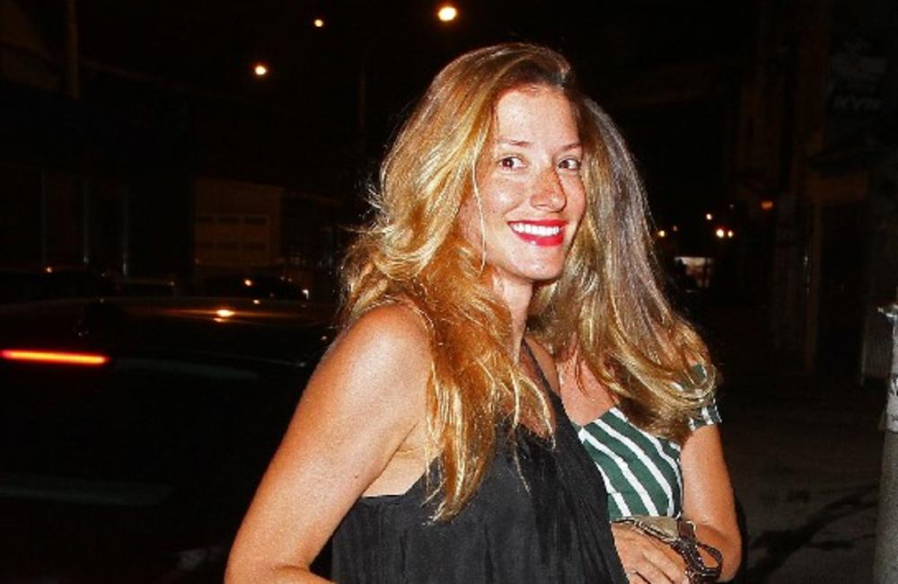 OVAKVU JE DOSAD NISTE VIDELI: Jovana Joksimović je uvek našminkana, a evo kako izgleda kada skine šminku! A još i MOKRA! (FOTO)