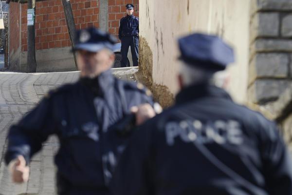 KOSOVSKA POLICIJA UHAPSILA SRBINA NA JARINJU Kancelarija za