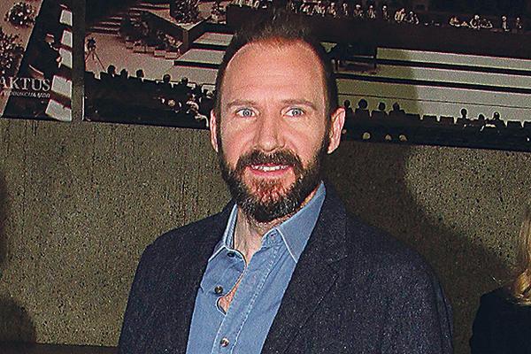 REJFE, SRBINE: Slavni britanski glumac sutra dobija srpski