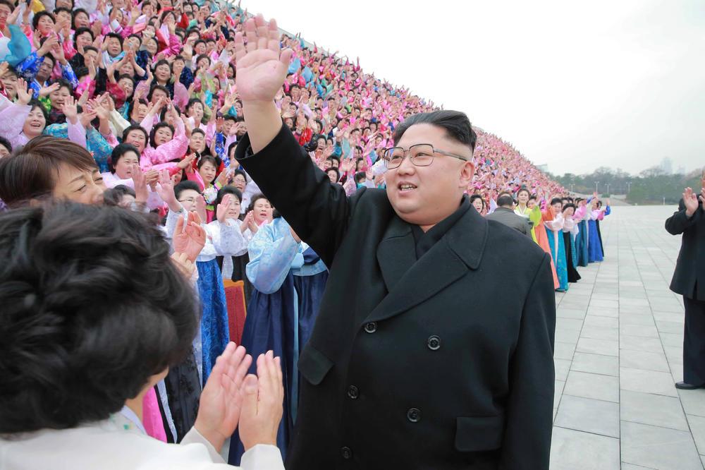 AMERIČKI MARINAC IMA REŠENJE ZA SEVERNU KOREJU: Bacio bih na njih 25 miliona Ajfona i dao im besplatan internet