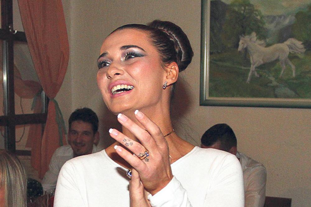 UDALA SE IVONA NEGOVANOVIĆ CUCA! Objavila fotografiju sa venčanja, a evo  kako joj izgleda MUŽ! (FOTO)