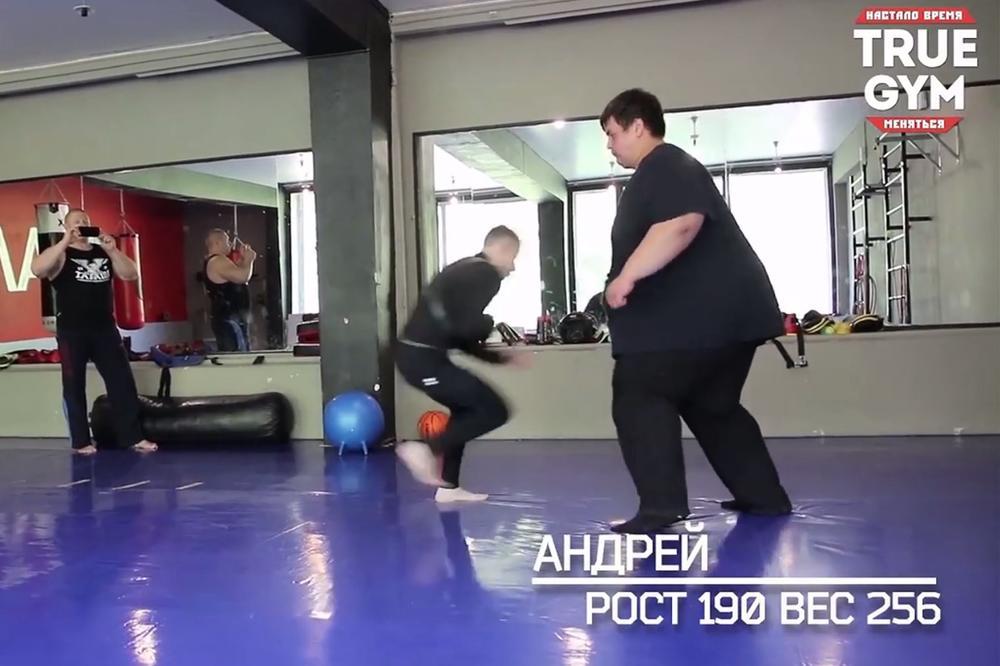60 KILA NASPRAM 260 KG! Rusi testirali kako bi izgledala borba superteške i pero kategorije!