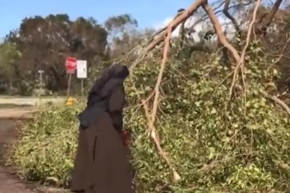 (VIDEO) NAJVEĆI HIT POSLE URAGANA IRMA: Snimak časne sestre koja motornom testerom krči puteve oduševio sve