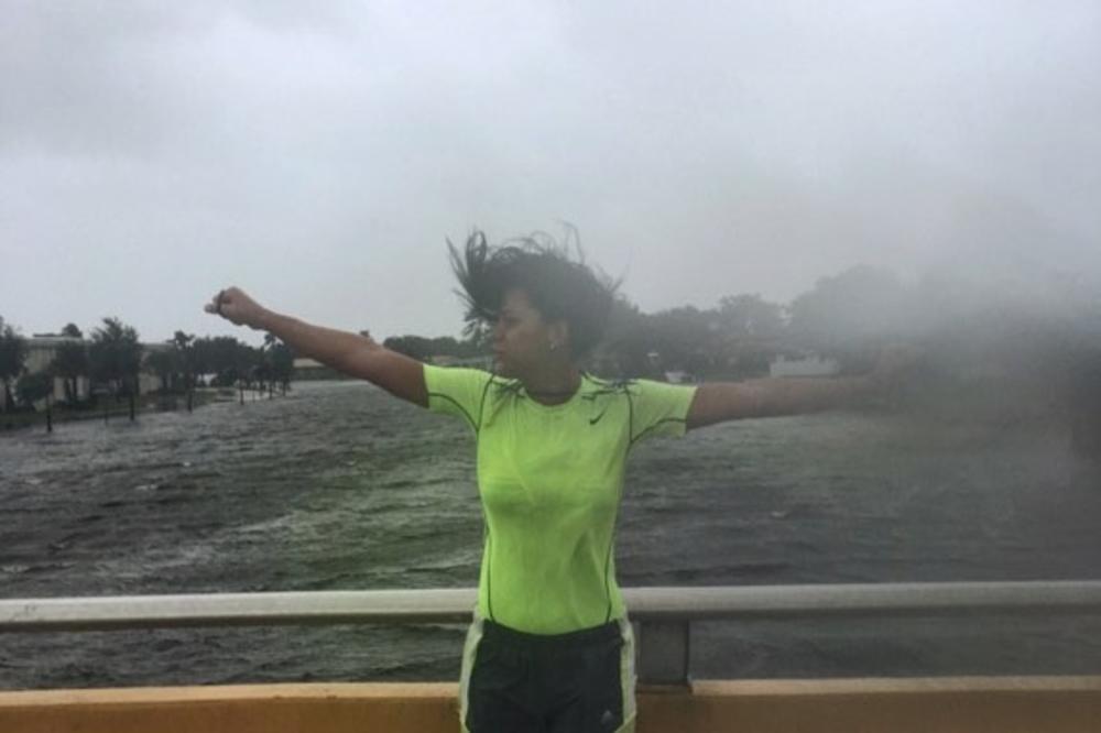 (FOTO, VIDEO) EKSKLUZIVNO ZA KURIR! NEUSTRAŠIVA SRPKINJA USRED URAGANA NA FLORIDI: Vetar je pravio jeziv zvuk, ali ja nisam želela da se evakuišem, ovde od svega prave paniku!