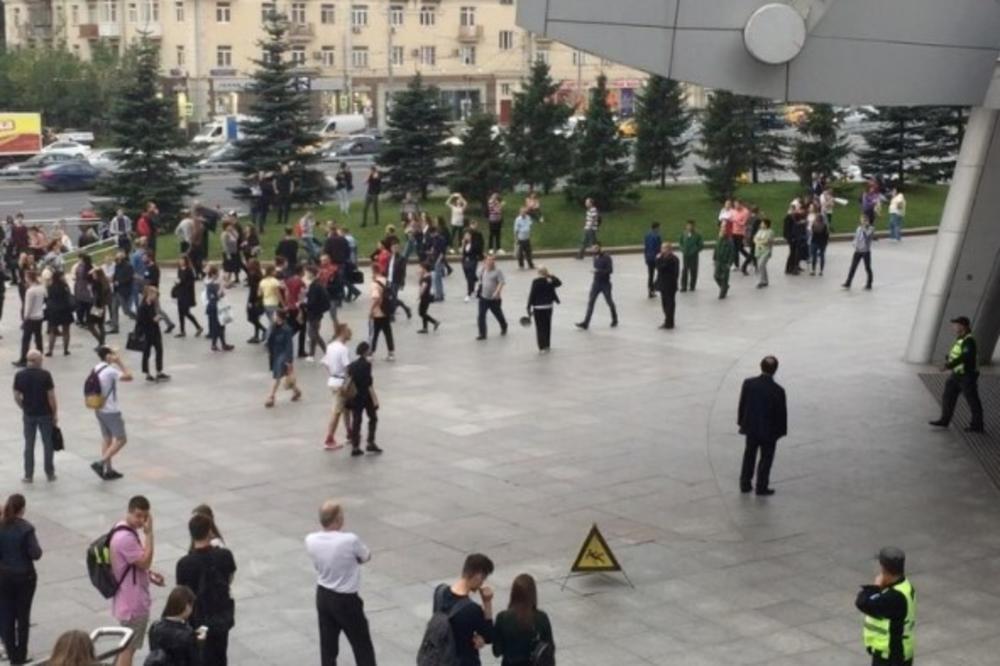 (VIDEO) HILJADE EVAKUISANE U MOSKVI: U ruskoj prestonici prijavljenje mnogobrojne pretnje bombom! Na udaru i Crveni trg!