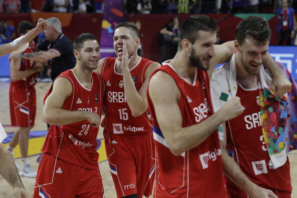 (VIDEO) BRAVO, ORLOVI: Pogledajte kako su srpski košarkaši u svlačionici slavili plasman u polufinale