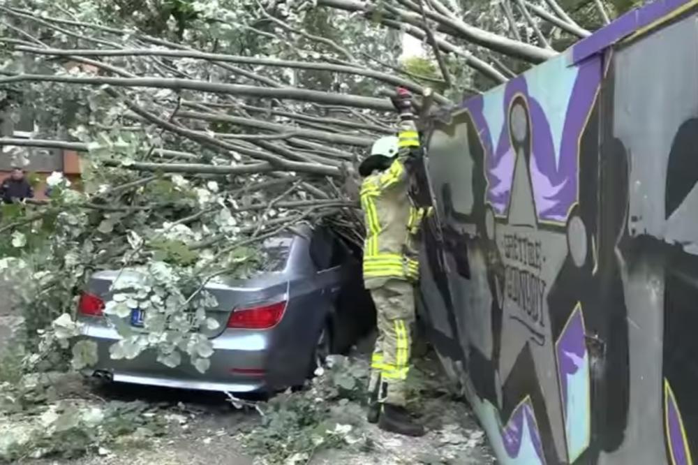 (VIDEO) SMRTONOSNA OLUJA SEBASTIJAN TUTNJI EVROPOM: Strašno nevreme i uraganski vetrovi odneli tri života, a udariće i na ove zemlje!