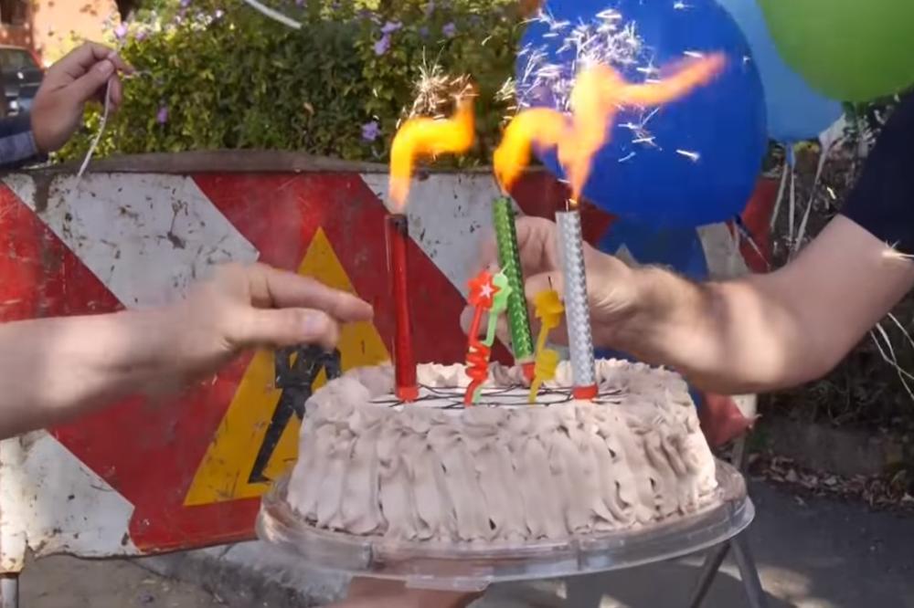 (VIDEO) ROĐENDAN RUPI: Nišlije proslavile rođendan rupi na putu!