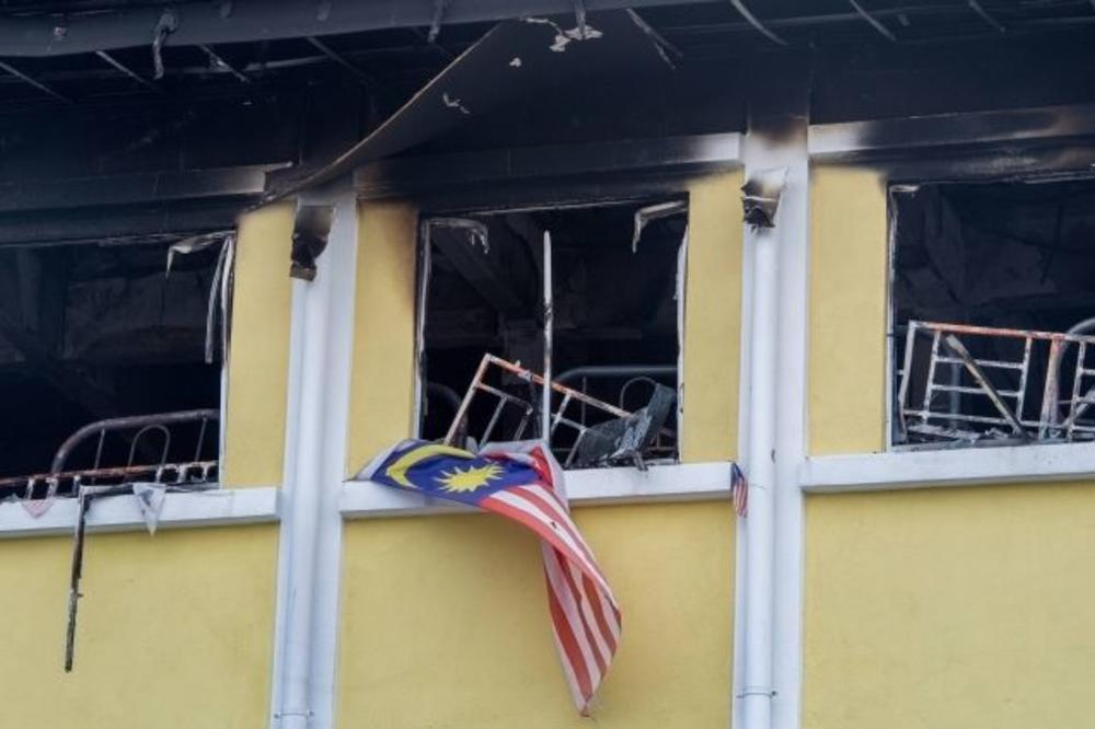 (VIDEO, FOTO) HOROR U KUALA LUMPURU:  U vatrenoj stihiji život izgubila 22 učenika islamske škole!