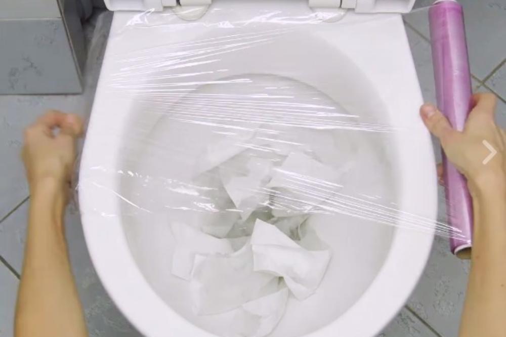 (VIDEO) NE TREBA VAM GUMA ZA ODVODE: Otpušite WC šolju uz genijalan trik! Brzo i lako!