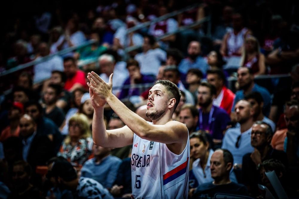 DVOSTRUKO SLAVLJE U TABORU ORLOVA: Srpski košarkaš posle pobede nad Italijom dobio ćerkicu, a nećete verovati koje ime su roditelji izabrali!