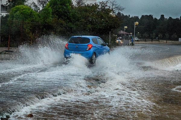 HRVATSKA PODIGLA CRVENI ALARM: Srušen rekord padavina iz 19.
