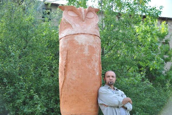 (FOTO) JOVAN SE ODUŽIO KIKINDI, GRADU SOVA: Napravio 2,8 metara