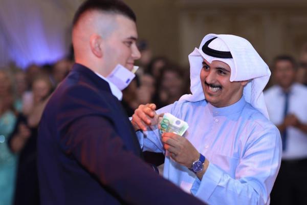 (FOTO, VIDEO) STIGLI GOSTI IZ DUBAIJA: Prizrenac na svadbi