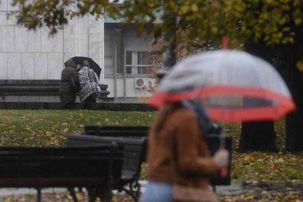 PROBUDILA NAS POZNA JESEN: U Srbiji danas hladno i kišovito,