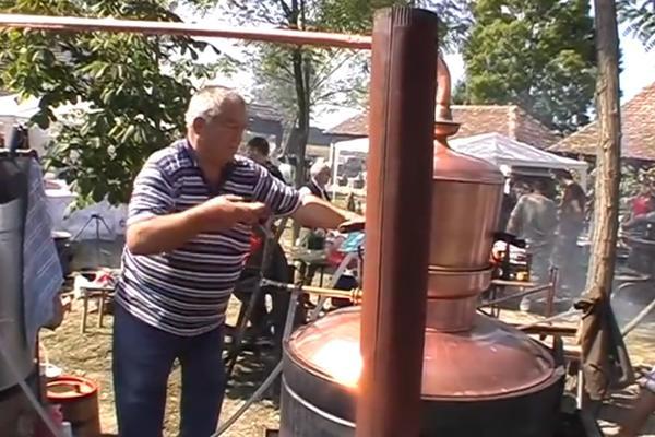 METKOVAČKA VESELA MAŠINA: Takmičenje kazandžija u pečenju rakije