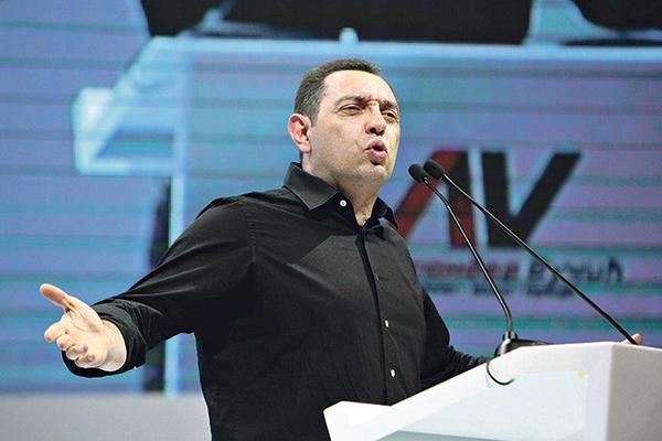 NE STIŠAVA SE AFERA VULINOVA TETKA: Ministra tužilaštvo pustilo
