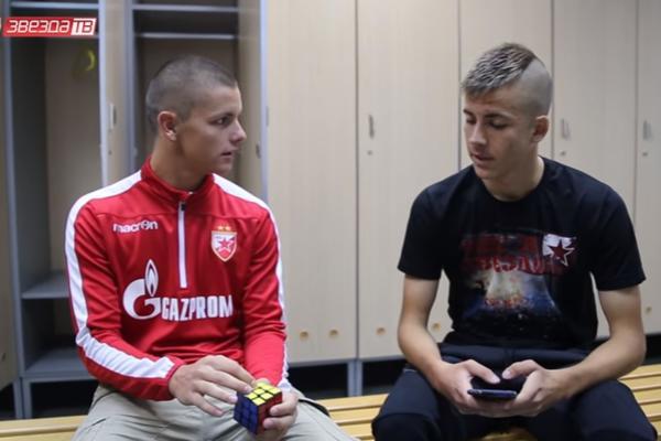(VIDEO) KAO OD ŠALE: Dejan Joveljić rastura kako slaže Rubikovu