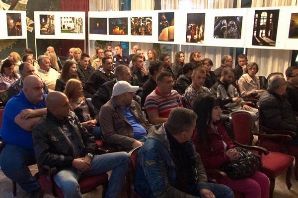 SUZE U KRALJEVU: Porodica Miloša Ćirkovića prisustvovala projekciji