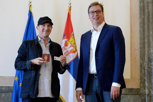 REJFE, SRBINE: Slavni britanski glumac dobio srpski pasoš