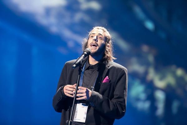 U TEŠKOM STANJU: Pobedniku Evrovizije se naglo pogoršalo zdravstveno
