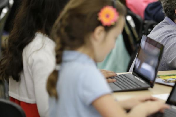 DRZAVNA SEKRETARKA SRBIJE APELUJE NA RODITELJE: Drzite decu na oku zbog nove igrice Momo! Pratite njihovo ponasanje