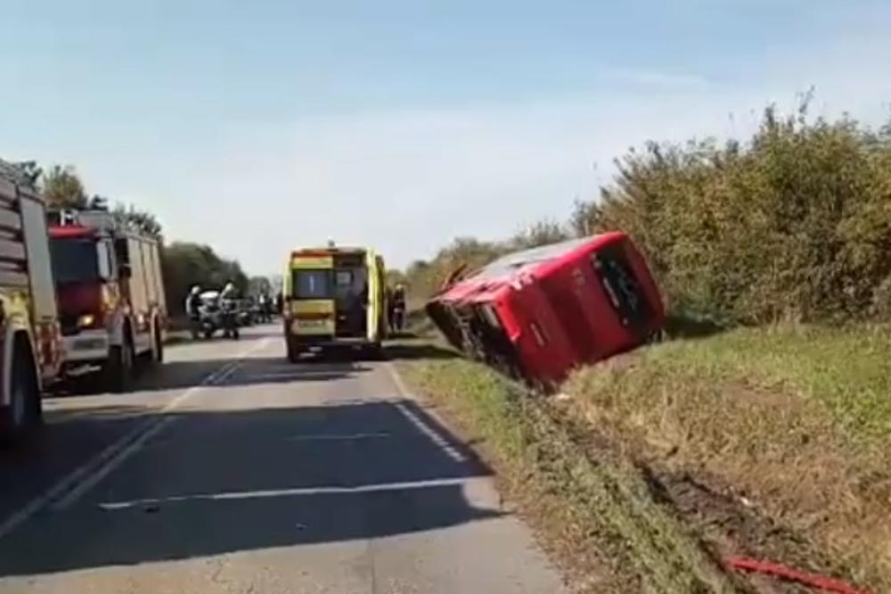 (VIDEO) TEŠKA NESREĆA U HRVATSKOJ: Prevrnuo se autobus pun dece, jedan poginuo, ima i povređenih!