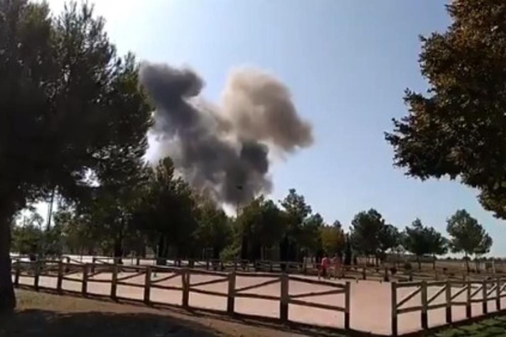 (FOTO, VIDEO) SRUŠIO SE ŠPANSKI VOJNI AVION: Vraćao se sa parade, pa pao nedaleko od baze, pilot poginuo