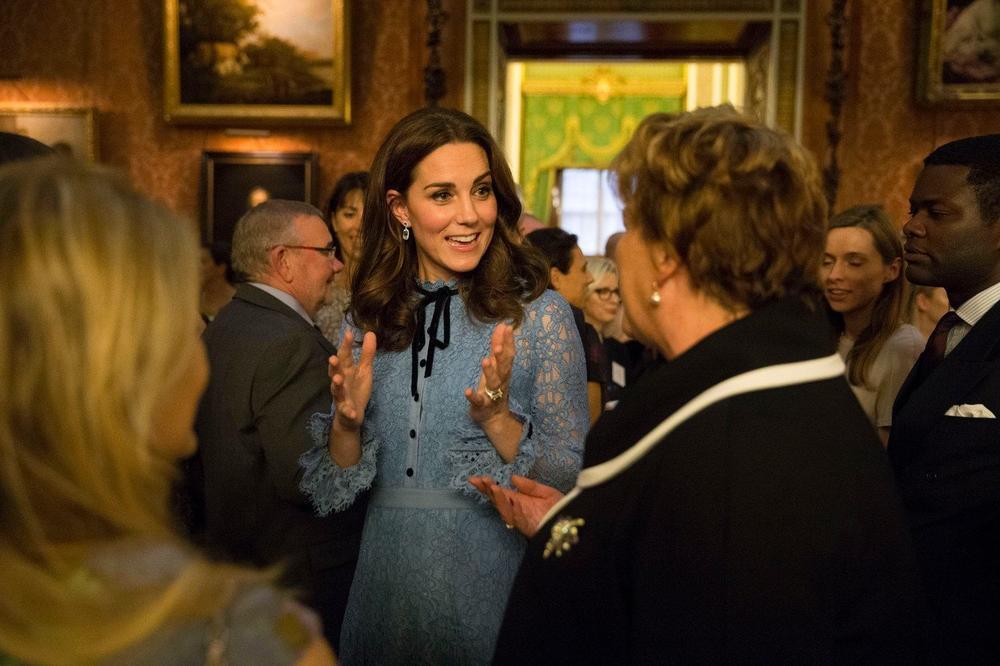 (FOTO) KEJT MIDLTON ZBUNILA SVE: Zablistala je u plavoj haljini, ali svi su primetili samo jedan detalj