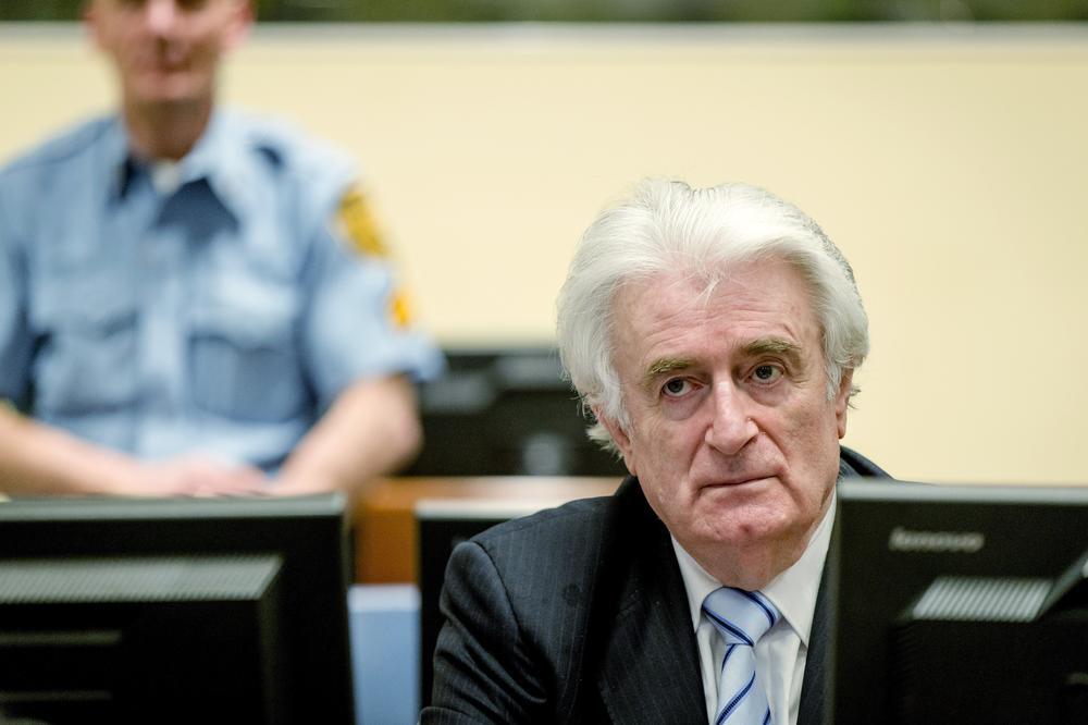 (FOTO) EVO ČIME SE BAVIO PRE POLITIKE: Pogledajte sliku Radovana Karadžića sa fudbalskog terena
