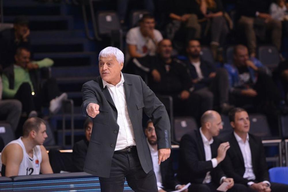 (KURIR TV) MUTO, ODLAZI! Grobari posle još jednog poraza skandirali treneru Partizana, a njegova reakcija na povike je šokantna