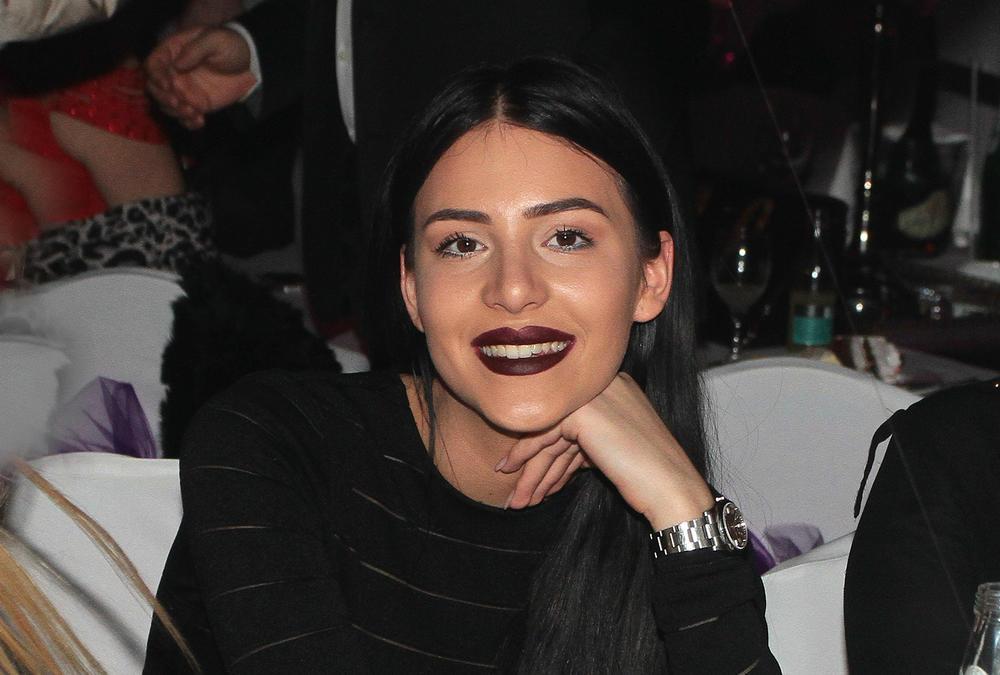 (FOTO) NIKO NE MOŽE DA JE PREPOZNA: Anastasija se pojavila sa novom frizurom i začudila fanove!
