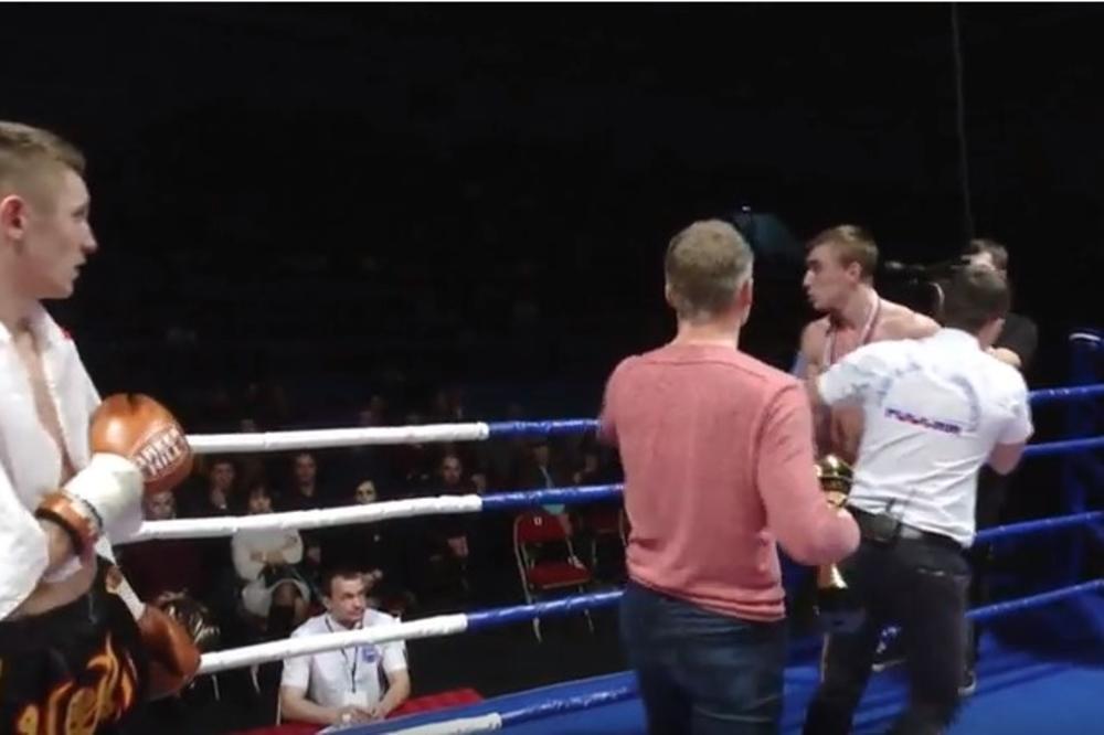 (VIDEO) POMAHNITALI KIKBOKSER: Ruski borac besan zbog poraza udario rivala, a onda jurio navijača. Pogledajte