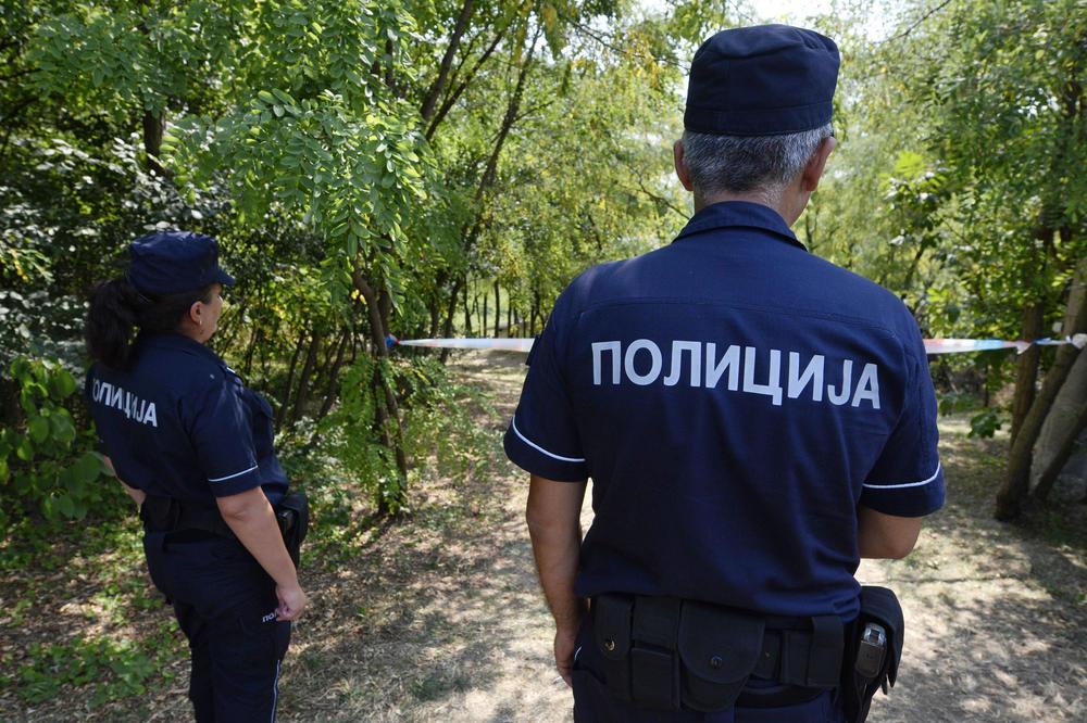 ZAKUCALI DEČKU NA VRATA PA GA NA SILU ODVELI U PARK: Jedan mu zabio nož u leđa, trojica ga tukli