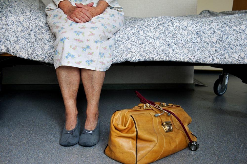 ODLUČUJU SE ZA SMRT ČAK I KADA NISU SMRTNO BOLESNI: Doktori se jedva bore sa zahtevima za eutanaziju!