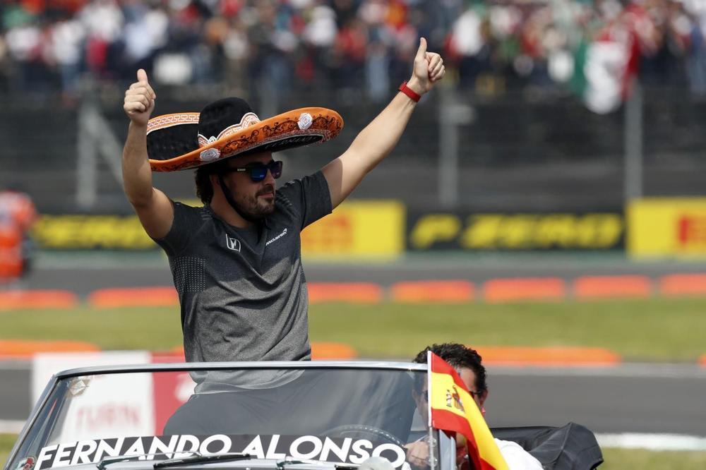 (FOTO) POKAZAO SVIMA: Fernando Alonso ima novu macu!