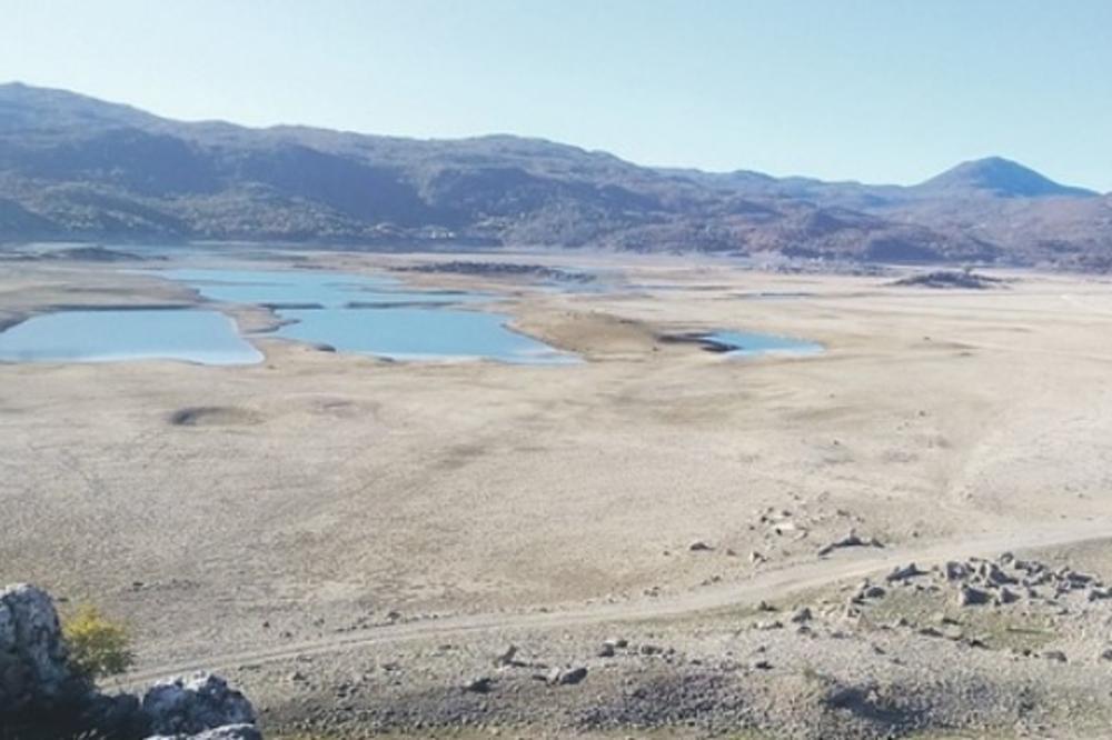 (FOTO) NIKŠIĆANI OVO NIKAD NISU VIDELI: Presušila jezera Krupac i Slano, ribe uopšte nema