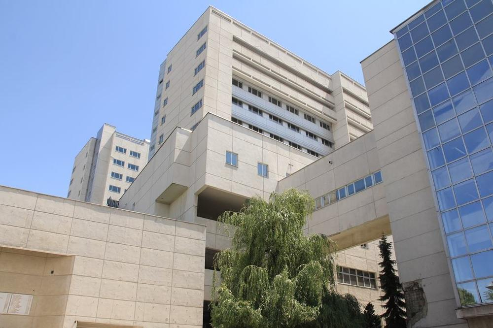 NEMA LEKOVA NI MATERIJALA, ALI IMA BOLESNIKA: Ovo je stanje u bolnici kojom rukovodi Bakirova žena!