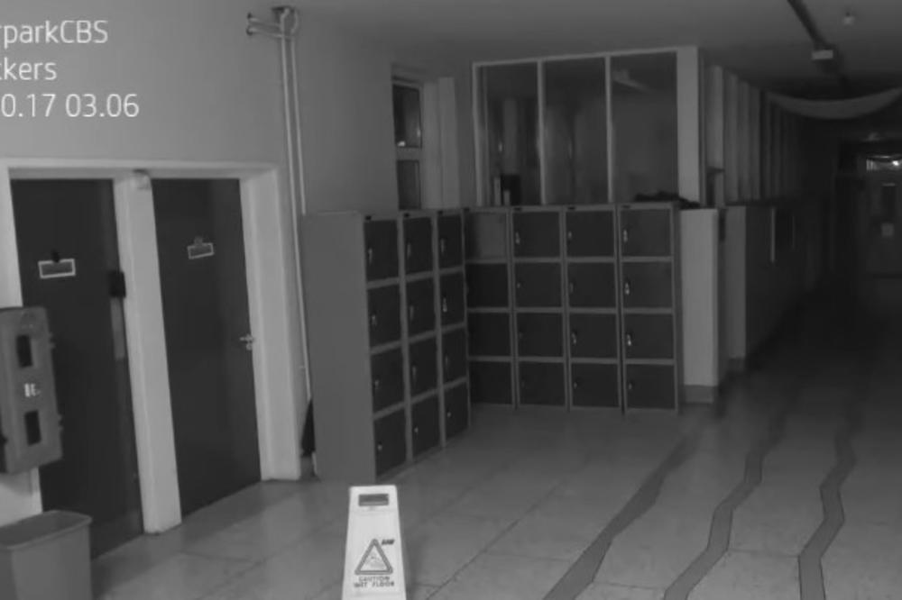 (VIDEO) STVARI USRED NOĆI LETELE PO PRAZNOM HODNIKU ŠKOLE: Užasavajući snimak sigurnosne kamere koji ledi krv!