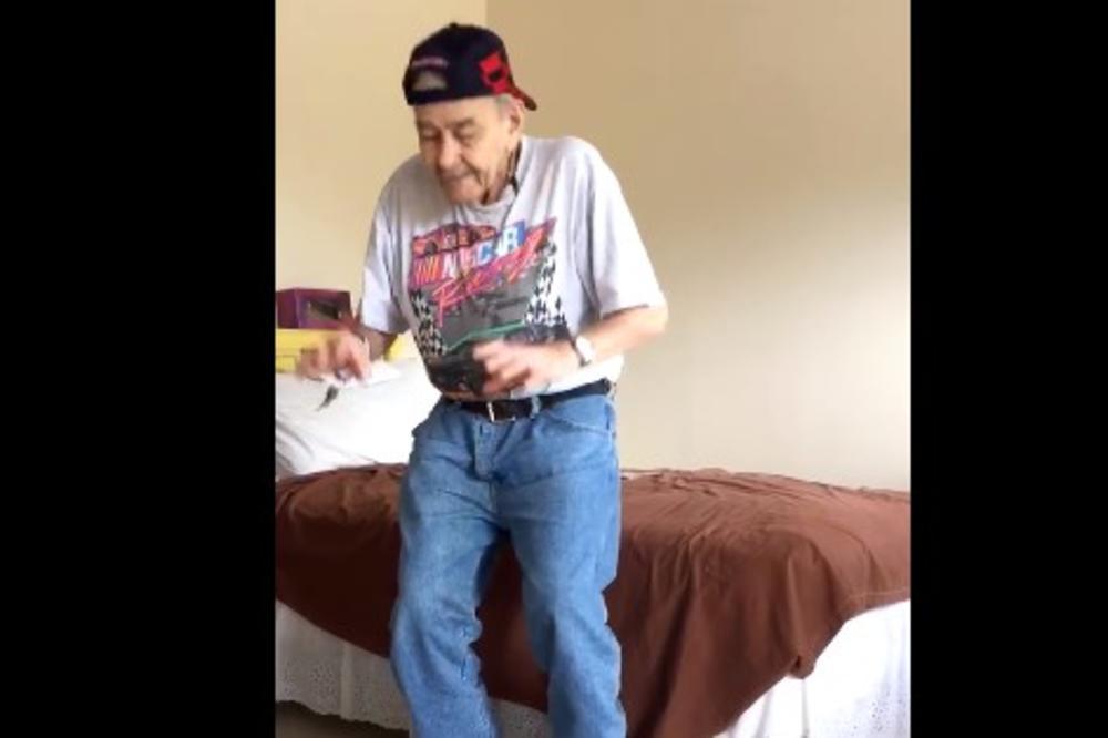 (VIDEO) NEĆETE MOĆI DA OBUZDATE SMEH: Ovaj deda ima 90 godina, a igra kao mladić!