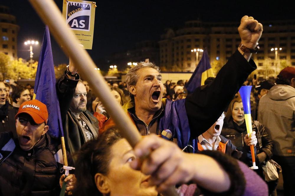 (VIDEO) CRVENA KUGA: Hiljade ljudi na ulicama Bukurešta zbog zakona o pravosuđu