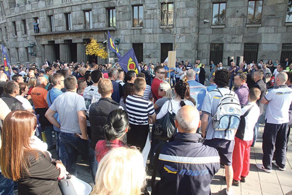 ŠTRAJK U JP POŠTA SRBIJE: Radnici nastavljaju blokadu, direktorka žestoko optužuje