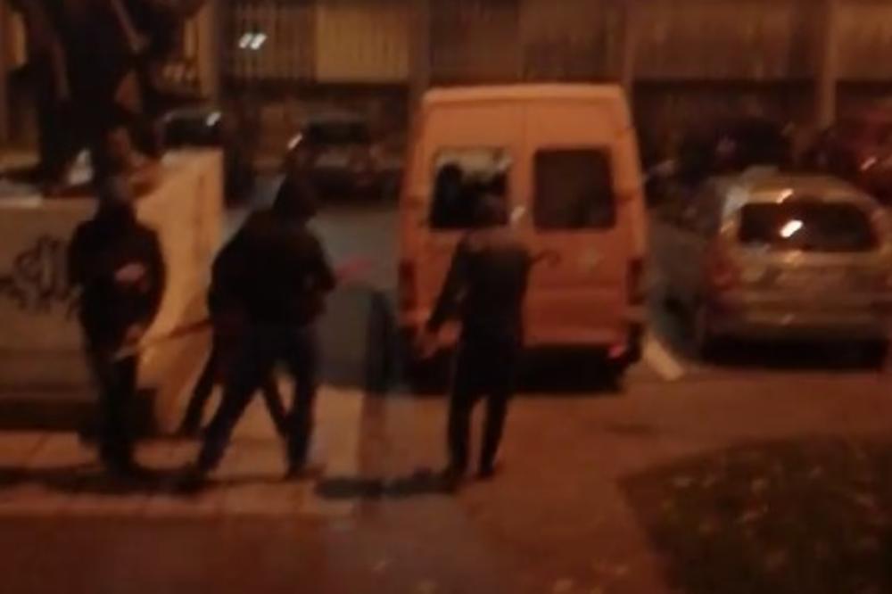 (VIDEO) TUČA NA FILOZOFSKOM FAKULTETU U ZAGREBU: Maskirani muškarci skinuli crvenu zastavu, pa napali studente