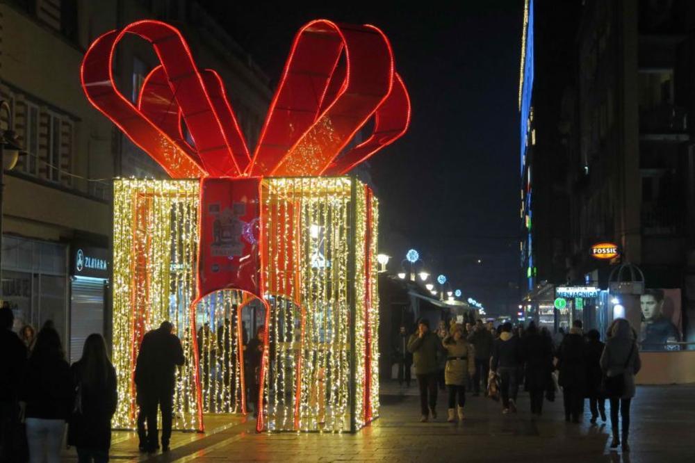 (FOTO) ZVEZDANO NEBO, VELIKA SVETLEĆA MAŠNA I VILIN KONJIC: Evo kako će biti ukrašen Niš za Novu godinu!
