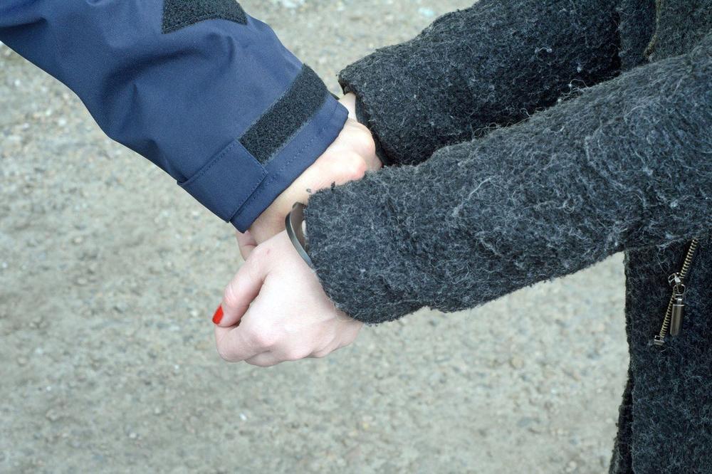 POČELA ČISTKA U POLICIJI CRNE GORE: Uhapšene službenica granične policije i njena ćerka