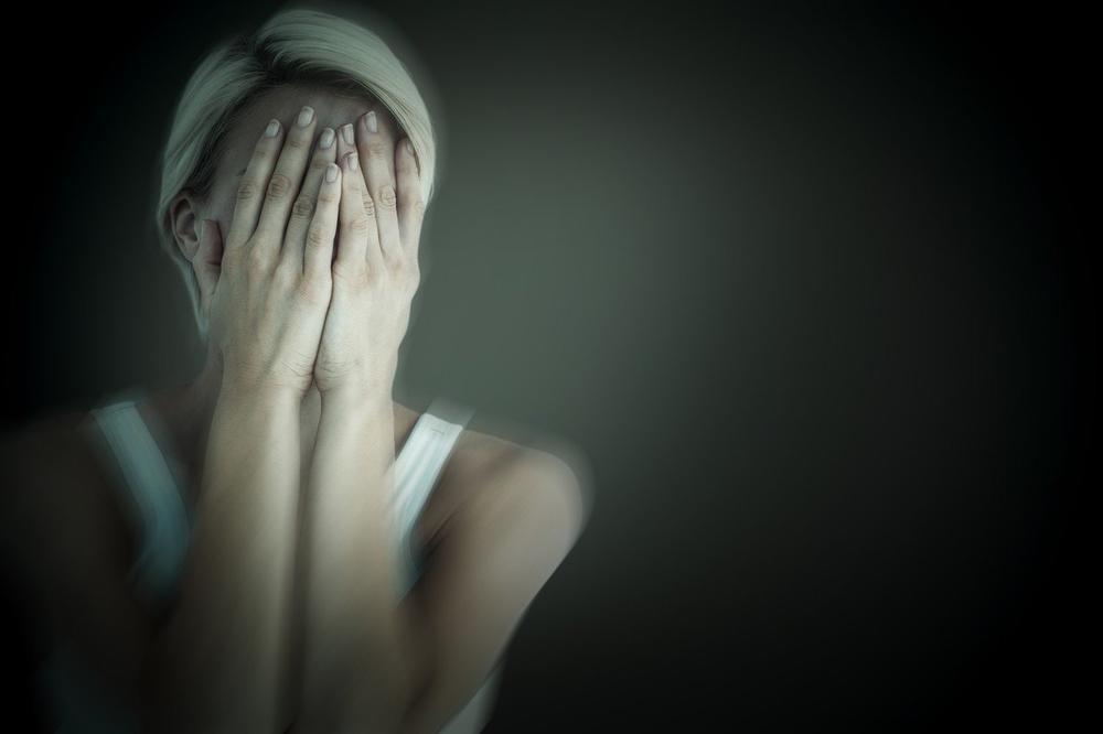 MAJKA ČETVORO DECE PRONAĐENA MRTVA: Zbog bolesti se nije javila na biro, a njihova kazna ju je ubila!